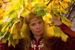 L'elfe dans la forêt d'automne Images libres de droits