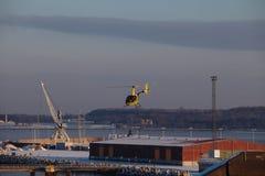 L'elicottero al porto del Mar Baltico Immagini Stock Libere da Diritti