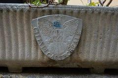 L'emblème d'aigle de Castroreale, Sicile photos stock