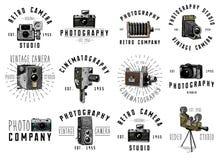 L'emblème de logo de photo ou le label, vidéo, le film, appareil-photo de film d'abord jusqu'maintenant au vintage, a gravé tiré  Photographie stock libre de droits