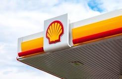 L'emblema della compagnia petrolifera di Royal Dutch Shell Shell è un ANG Fotografia Stock