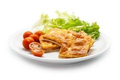 L'empanada espagnol fait maison a rempli des thons et de poivron rouge Image libre de droits