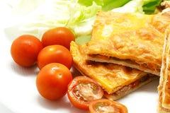 L'empanada espagnol fait maison a rempli des thons et de poivron rouge Photo stock