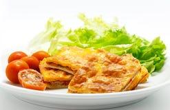 L'empanada espagnol fait maison a rempli des thons et de poivron rouge Photographie stock