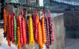 L'enchaînement accrochant du churchkhela savoureux multicolore Photographie stock libre de droits