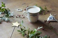 L'endroit où la magie de Noël commence - l'espace de travail d'emballage cadeau Photo stock