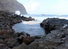 L'endroit unique dans le monde où les gens se baignent dans l'Océan Atlantique chaud L'île de San Miguel Photographie stock libre de droits