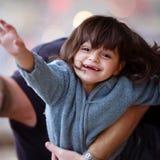 L'enfant avec bonheur dans les yeux Image libre de droits