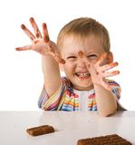L'enfant avec du chocolat Image stock