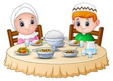 L'enfant de musulmans prient ensemble avant le jeûne de coupure illustration de vecteur