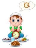 L'enfant de musulmans s'asseyent sur le plancher tandis que coupure d'attente jeûnant avec de la nourriture devant lui illustration libre de droits