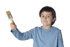 L'enfant drôle avec la chemise bleue et nettoient le balai Photos libres de droits