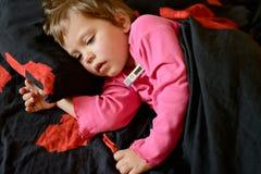 L'enfant en bas âge est malade Photo libre de droits