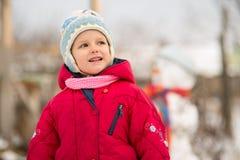 L'enfant est bonhomme de neige moulé Images stock