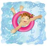 L'enfant heureux et souriant flotte dans l'eau Images libres de droits
