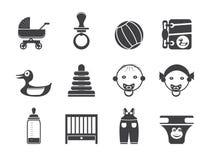 L'enfant, le bébé et le bébé de silhouette en ligne font des emplettes des icônes Photo libre de droits