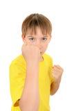 L'enfant menacent par un poing Image stock