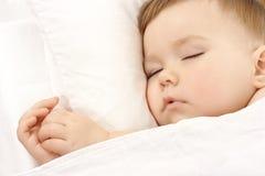 L'enfant mignon dort Photos stock