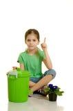 L'enfant projette le papier Image libre de droits