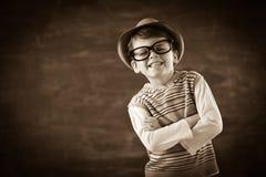 L'enfant s'habillent dedans lève la sépia Images stock