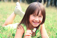 L'enfant sourit photographie stock libre de droits