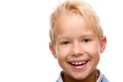 L'enfant sourit heureux dans l'appareil-photo Photo libre de droits