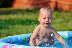 L'enfant sur la nature Photo stock