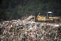 L'enlèvement des ordures en plein air photo libre de droits
