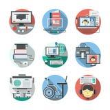 L'enseignement à distance a détaillé les icônes plates réglées Images stock