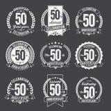 L'ensemble d'anniversaire de vintage Badges la cinquantième célébration d'année illustration de vecteur