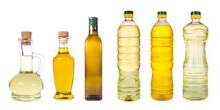 L'ensemble d'huile d'olive vierge supplémentaire et les grains de tournesol huile des pots sur un wh Images libres de droits