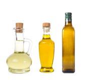 L'ensemble d'huile d'olive vierge supplémentaire et les grains de tournesol huile des pots sur un wh Photo stock