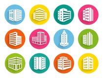 L'ensemble d'icônes de bâtiments sur le Web coloré se boutonne Photo stock