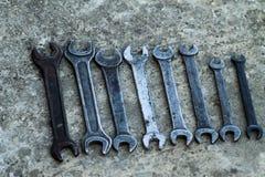 L'ensemble d'outil industriel pratique de clé a vendu des clés dans un outil pratique d'atelier mécanique Photos libres de droits