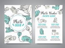 L'ensemble de brochure avec la photo et la vidéo conçoivent dans le style de griffonnage Thème de photographie d'illustration de  Photographie stock
