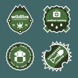 L'ensemble de camping et de logo extérieur d'autocollants d'aventure badges des labels Image libre de droits