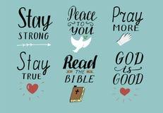 L'ensemble de 6 citations chrétiennes de lettrage de main avec des symboles restent fort Paix à vous Priez plus Lisez la bible Di illustration stock