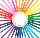 L'ensemble de couleur crayonne dans la forme du soleil Photographie stock libre de droits