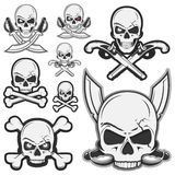L'ensemble de crâne pirate des os et pirate le logo Images stock