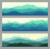 L'ensemble de montagne polygonale aménage en parc dans différentes couleurs Fond de vecteur dans le style géométrique Illustratio Photos libres de droits