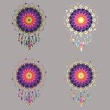 L'ensemble de quatre dreamcatchers colorés en arc-en-ciel modifie la tonalité Photographie stock libre de droits