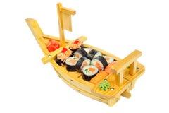 L'ensemble de sushi de petits pains sur le bateau a formé le plat Photographie stock