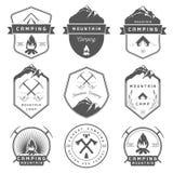 L'ensemble de vecteur Badges le camping et la hausse illustration libre de droits