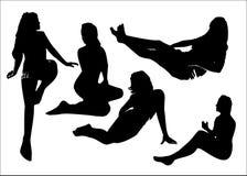 L'ensemble de vecteur de silhouettes noires des filles en se reposant pose la pleine croissance Photographie stock libre de droits