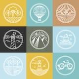 L'ensemble de vecteur de voyage badges dans le style linéaire à la mode Photo stock