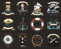 L'ensemble de vintage gravé, tiré par la main, vieux, de labels ou d'insignes pour l'ancre, volant, captains le chapeau, boussole Photographie stock