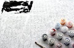 L'ensemble et la toile de couleur de peinture de nombre sont prêts à employer Images libres de droits