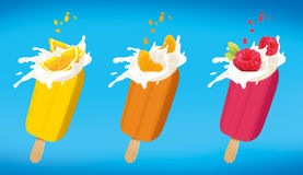 L'ensemble orange de crème glacée de fruit de mandarine et de framboise a isolé l'onwhite avec le chemin de coupure Images libres de droits