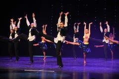 L'enthousiasme est danse du monde de l'Autriche folklorique audacieuse et non restreint-israélienne de danse-le Image stock