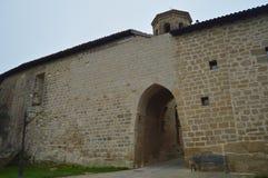 L'entrée à la zone enrichie du château de Sajazarra a spectaculairement préservé le tir latéral Architecture, art, histoire, voya Images libres de droits